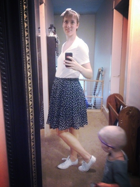 headband, bow print, skirt, chuck taylors, tennis shoes